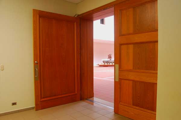 instalador de puertas de madera